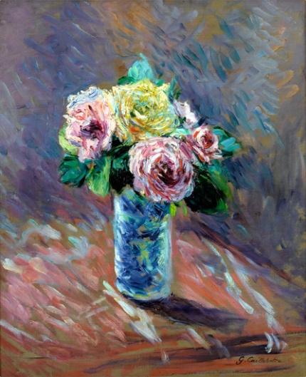 Roses Jaunes Et Rouges Dans Un Vase De Cristal